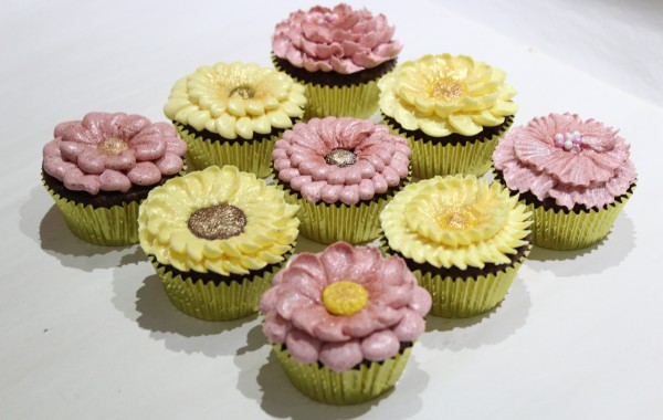 Piped Flower Cup Cakes